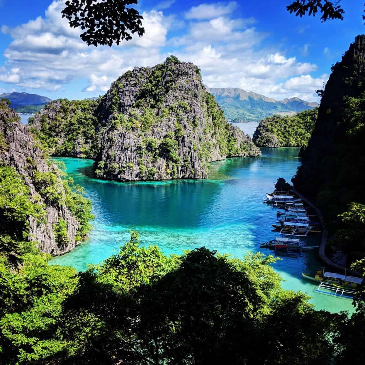 Nuotare liberamente nelle acque dell'arcipelago Filippino