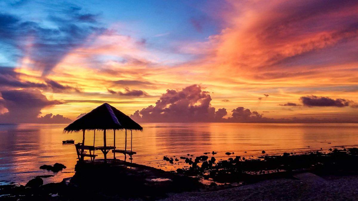 Caldi colori dell'alba nelle Filippine